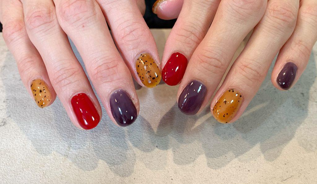 新色のシアーレッドはルージュのように鮮やかさ抜群のちゅるんカラー。  #ダルメシアンジェルネイル#べっ甲カラー#シアーネイル#シアーレッド#シアーネイビー